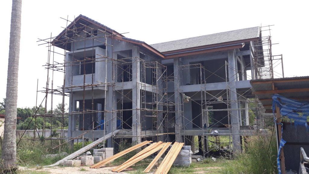 งานก่อสร้างบ้านหลังใหญ่ บ้านสองชั้นพร้อมห้องเก็บไวน์
