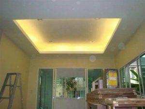 เพดานกล่อง มีไฟ ไฟเหลือง เพดานขาว ทาสีขาว