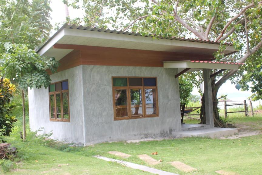 ก่อสร้างบังกะโลห้องเดียวบนเกาะสมุย สไตล์ลอฟท์ หน้าต่างสาม หน้าต่างไม้