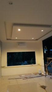 เพดานที่มีไฟ้ เพดานสำนักงาน ไฟ้สวย ไฟ้เเรง ความสว่าง