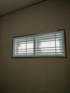 แถบหน้าต่างความปลอดภัยในโรงรถ