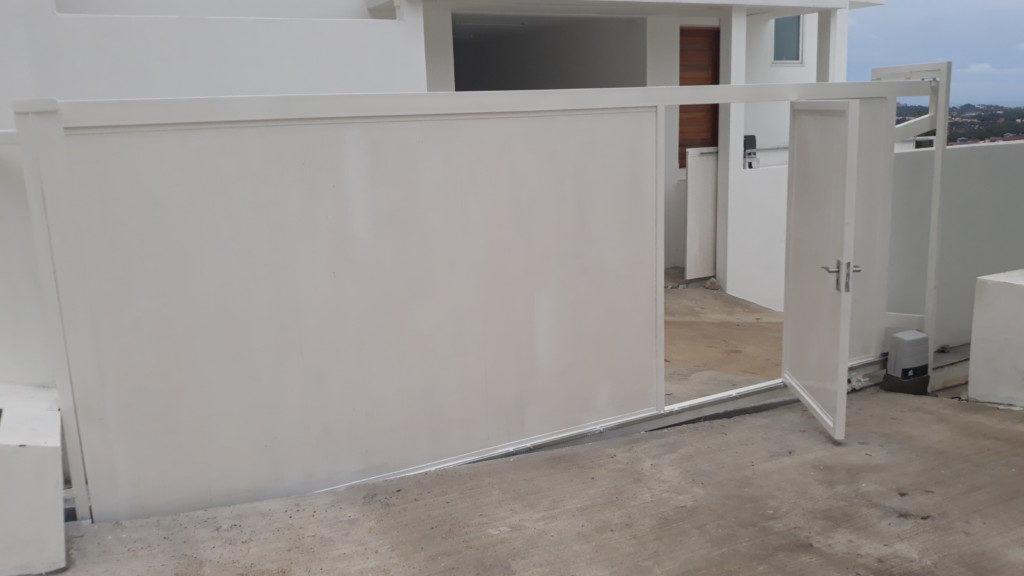 ประตูไม้สีขาวอัตโนมัต อัตโนมัต ประตูไม้ สีขาว ประตูใหญ่